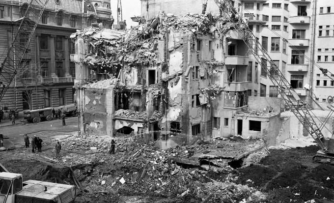 Cutremurul din 4 martie 1977 a ucis multe personalități culturale. Aici au murit Toma Caragiu și Alexandru Bocăneț... În apropiere întreaga familie a cântăreței Doina Badea s-a stins în aceeleași momente...