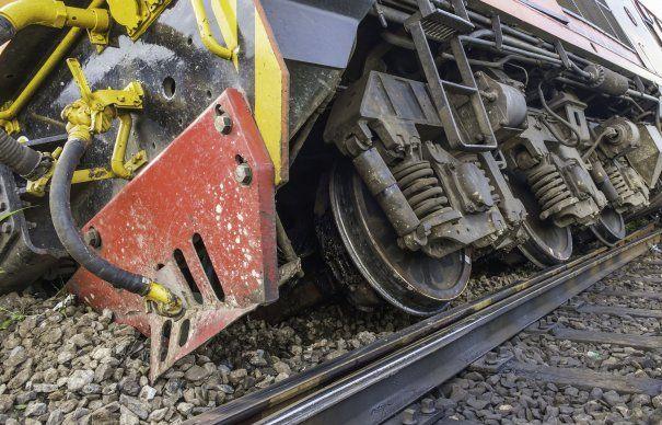 Trenul care a deraiat era încărcat cu role de hârtie