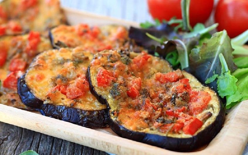 Mâncare dulce de post: pizzette de vinete cu ciuperci și cascaval vegetal