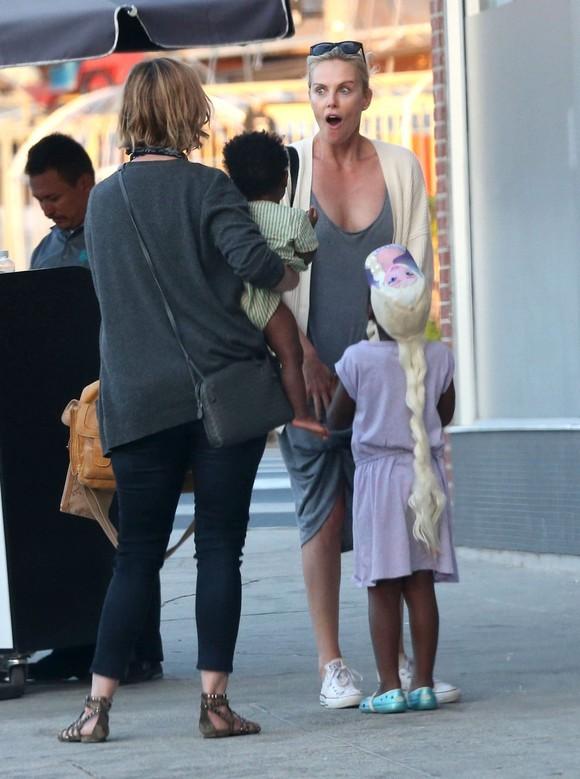 Cum arată fiul transexual al actriței Charlize Theron. FOTO