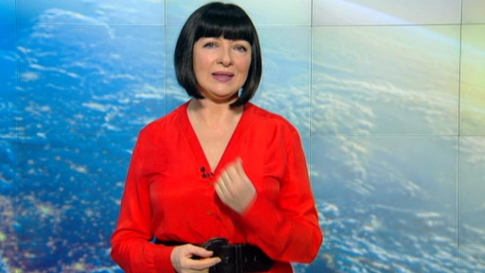 Neti Sandu, în timpc e prezintă horoscopul la Pro TV