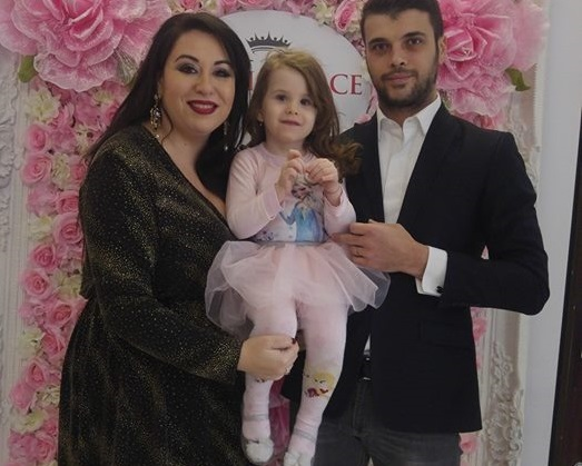 Oana Roman, alături de Marius şi micuţa Isa