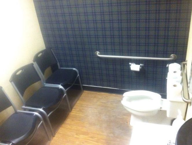 Toaleta sală de așteptare.