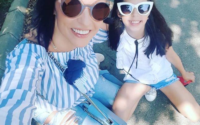 Andreea Marin, alături de fiica sa, Violeta, pe când era mai mică. Sursa foto:Facebook