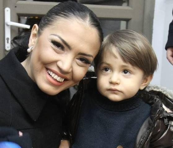 Andreea Mantea, împreună cu băiețelul său, David.