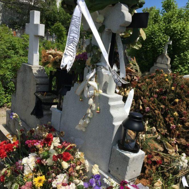 Cum arată mormântul lui Răzvan Ciobanu, la două săptămâni de la moartea sa. Ce a apărut la locul de veci