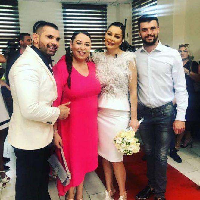 Oana Roman a purtat o tinuta roz bombon la nunta Brigittei Sfat