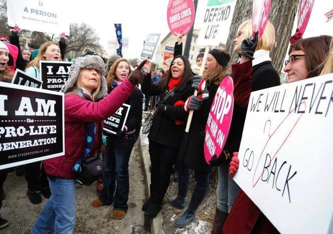 Cazul a generat numeroase controverse în SUA, oamenii protestând față de aceastp situație. Sursa foto: Abc.net