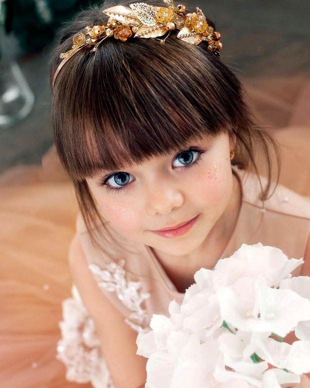 Ea este cea mai frumoasa fetita din lume! Dar stai sa o vezi pe mama ei. FOTO