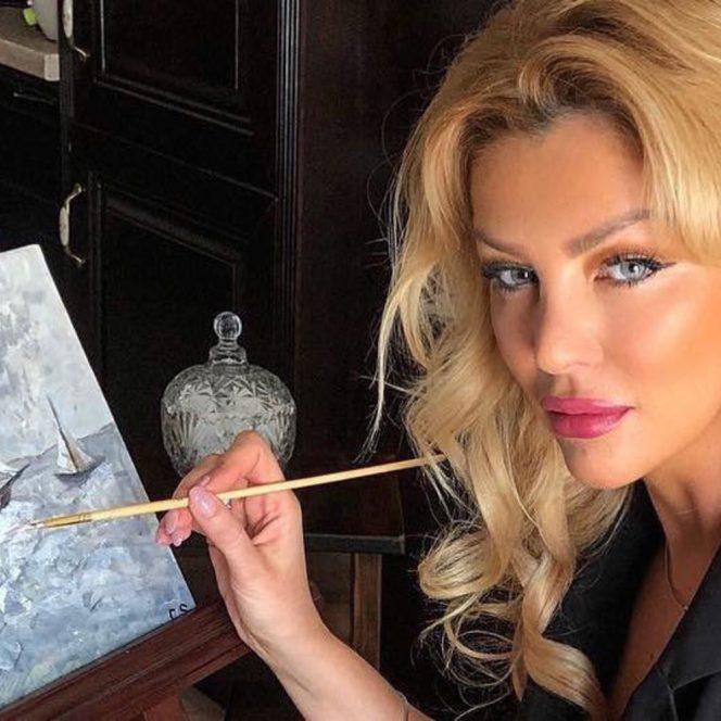 Cristina Szeifert acuzată că este o pictoriță falsă