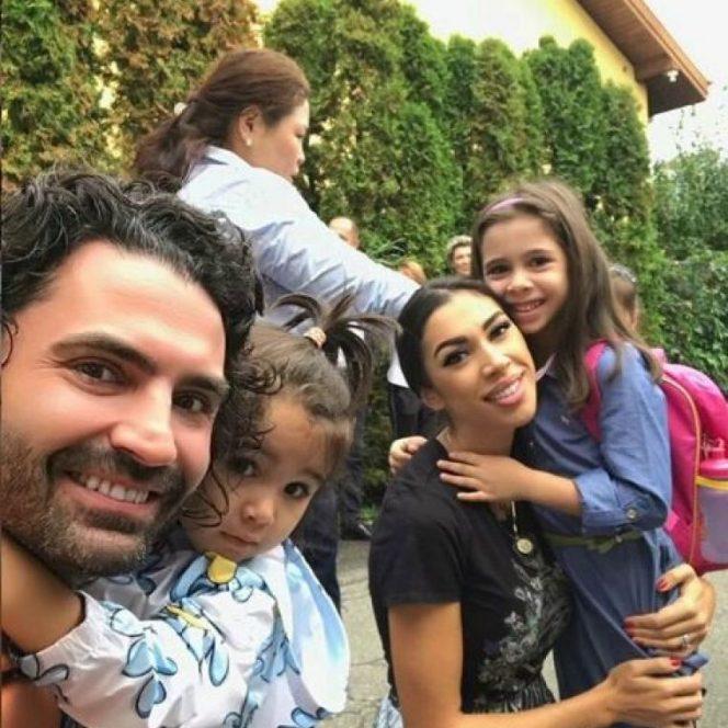 Pepe, alături de soție și cei doi copii. Sursa foto: wowbiz.ro