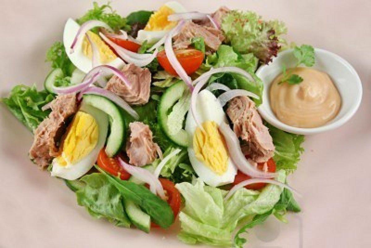 Rețeta zilei. Salată de ton și ouă fierte.