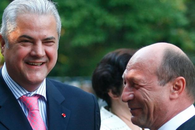 Adrian Năstase continuă războiul cu Traian Băsescu