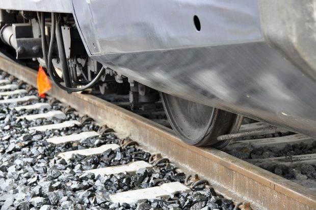 Barbat lovit de tren in Voluntari