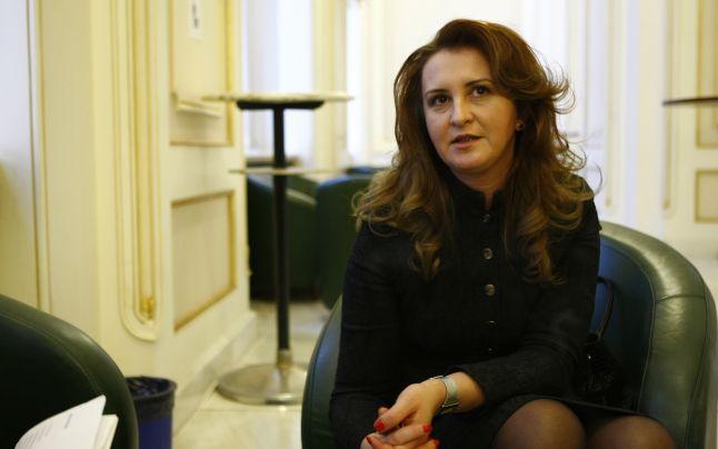 Natalia Intotero. ministrul Românilor de Pretudindeni. Sursa foto: adevarul.ro