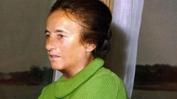 Viciul SECRET al Elenei Ceausescu! Securitatea s-a CHINUIT sa tina asta ascuns! Ce facea cand nu o vedea NIMENI! Era OBSEDATA de asta