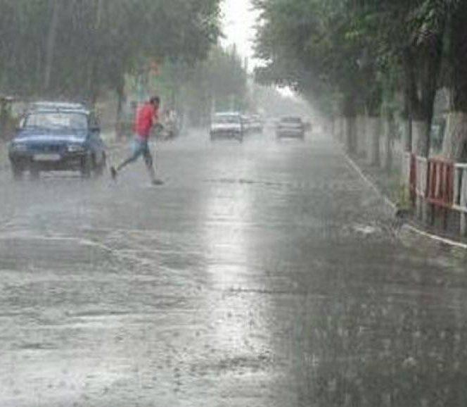 Cod galben de ploi torenţiale în judeţe din Oltenia şi Transilvania. Ploaie torențială