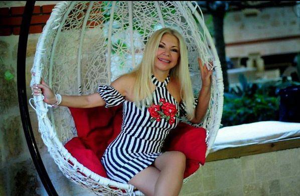 Ludmila, mama lui Dan Bălan, arată incrediil la 60 de ani. Sursa foto: perfecte.md
