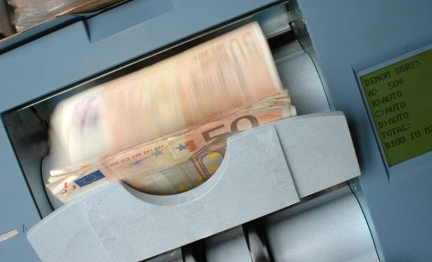 SURPRIZA la casele de schimb valutar! La cat a ajuns astazi un EURO! Ce se intampla cu leul