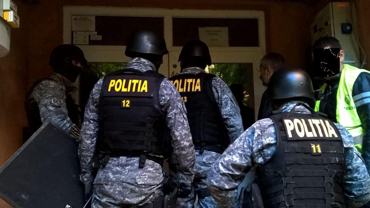 Descinderi la clanurile mafiote din Craiova și București