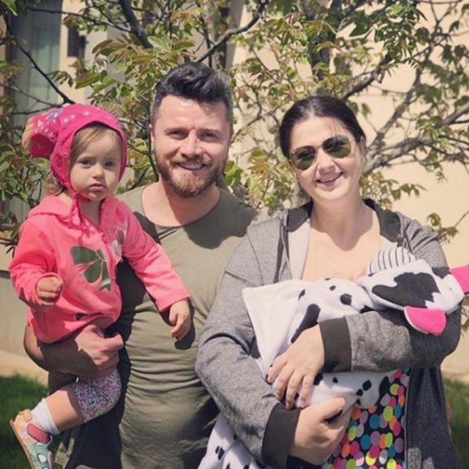 Fetitele Gabrielei Cristea și a lui Tavi Clonda cu fetițele la spital