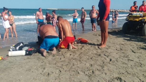 A MURIT pe plaja! TRAGEDIE pe litoral! Turistii aflati in apropiere au dezvaluit cum s-a produs nenorocirea!