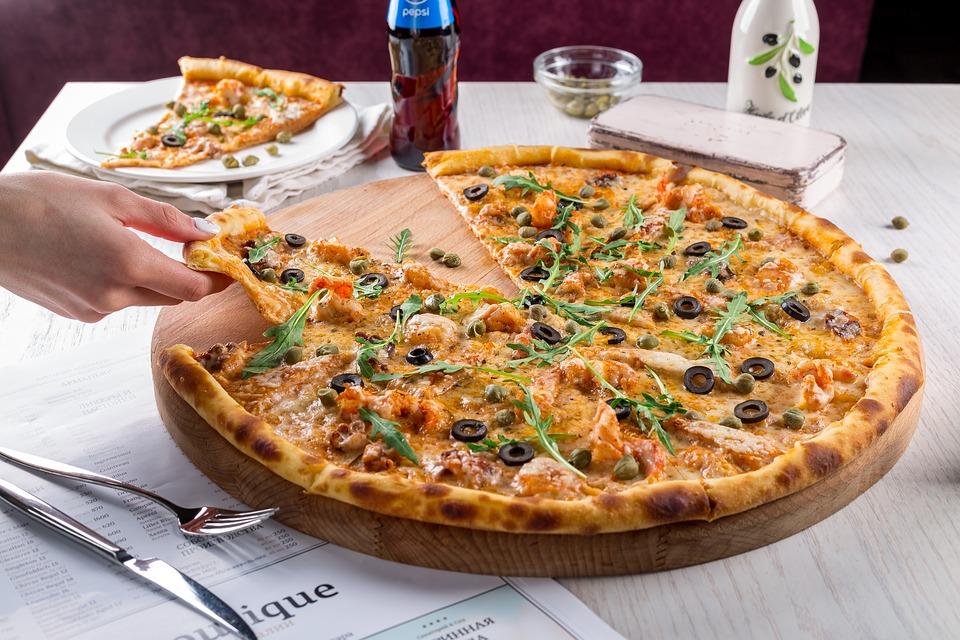 Aluatul de pizza are nevoie de ingrediente simple