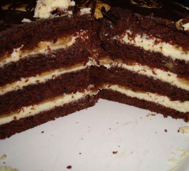 Tort cu ciocolată și banane. Sursa foto: culinar.ro