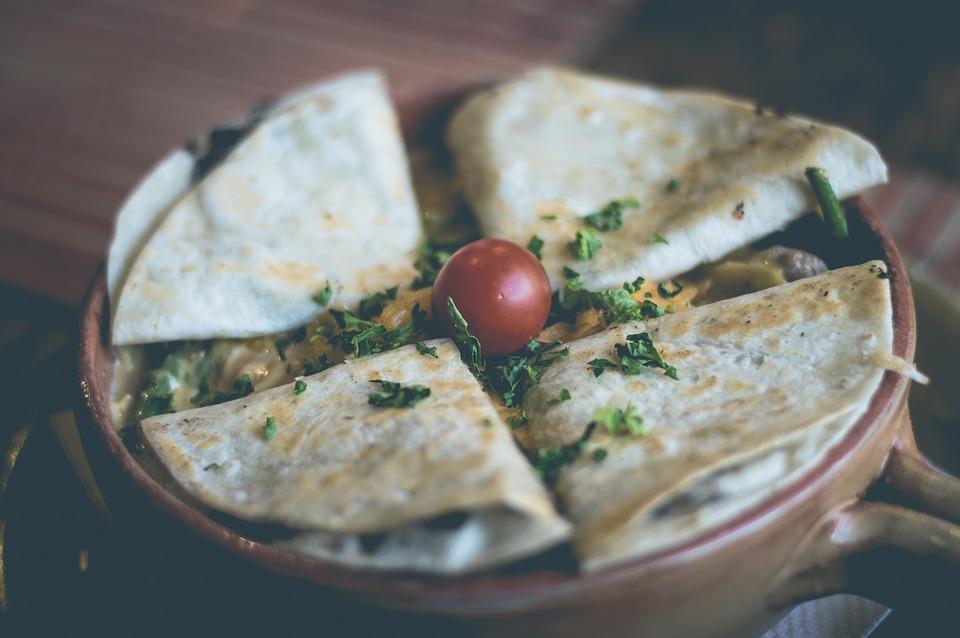 Rețetă prânz gustos și sănătos. Quesadilla cu pui