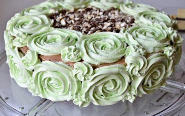 FANATIK te ajută să prepari cel mai bun tort cu mentă și ciocolată albă. Sursa foto: gustos.ro
