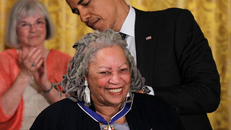 Toni Morrison este o scriitoare de origine africană