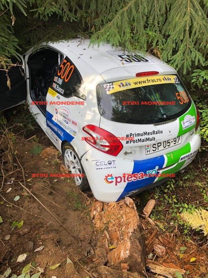 Aşa arată maşina lui Dani Oţil după ce a intrat în copaci