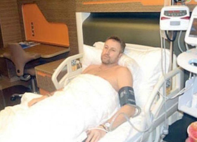 Cătălin Botezatu, pe patul de spital. Sursa foto: antena3.ro