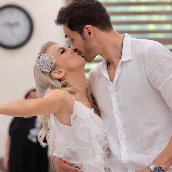 Andreea Bălan, împreună cu soțul său, George Burcea. Sursa foto: click.ro