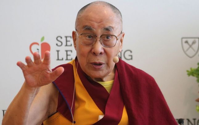 Dalai Lama te îndeamnă să fii tu însuți. Sursa foto: adevarul.ro