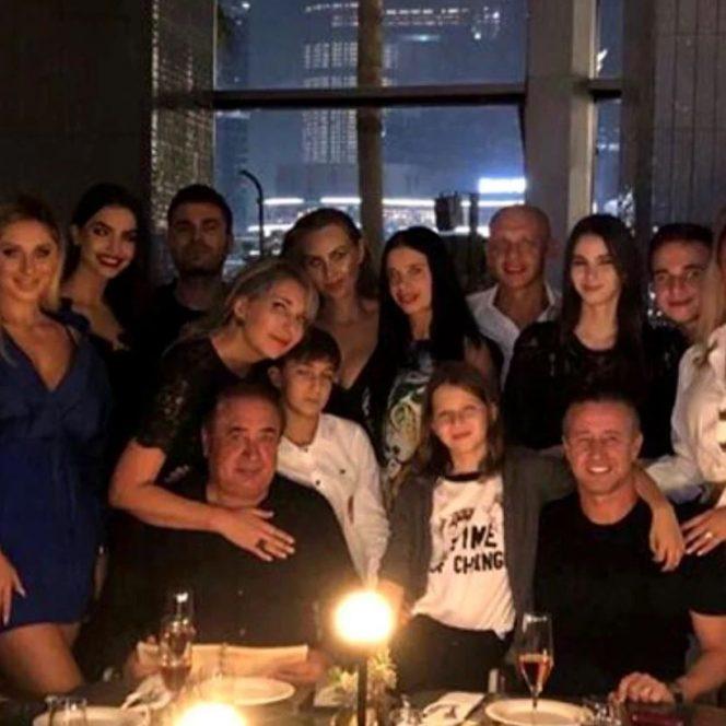 Laurențiu Reghecampf, petrecere de zile mari în Dubai. Anamaria Prodan și Laurențiu Reghecampf și prietenii