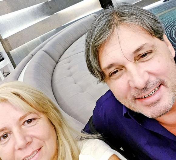 Cornel Galeș, relaxat nevoie mare, alături de noua sa iubită. Sursa foto: click.ro