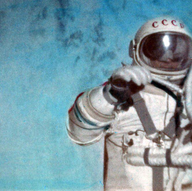 """A murit cosmonatului Alexei Leonov, primul """"pieton spațial"""""""
