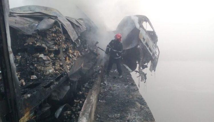 Un TIR a intrat într-un cap de pod pe DN 1. Sursa foto: europafm.ro