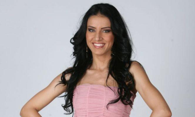 Adelina Pestrițu își albește dinții cu bicarbonat de sodiu