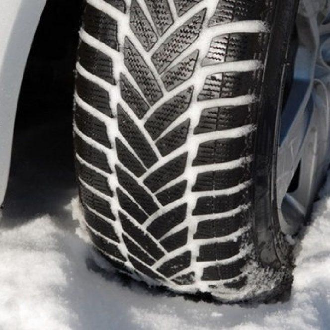 Amenzi de până la 2900 de lei pentru șoferii care nu montează cauciurile de iarnă. Cauciucuri