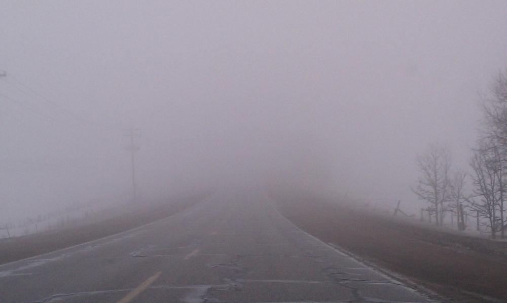 Ceața reduce vizibilitatea sub 50 de metri. Sursa foto: antena3.ro