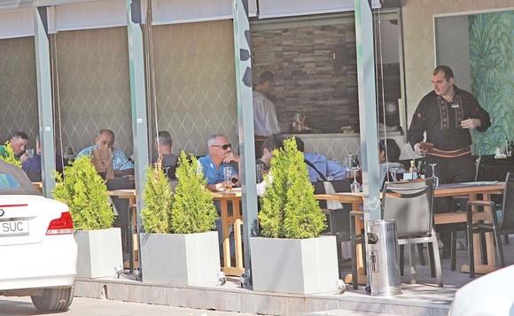 Restaurantul Cocoșatu a fost redeschis după 24 de ore. Sursa foto: click.ro