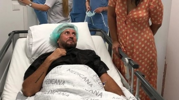 Cătălin Botezatu, pe patul de spital. Sursa foto: romaniatv.ro