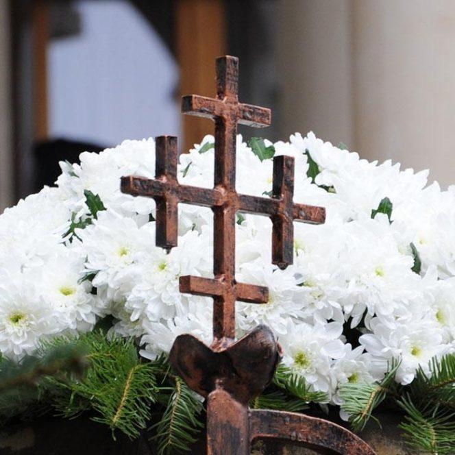 Câți bani ia, de regulă, un preot pentru o înmormântare în București. Înmormântare