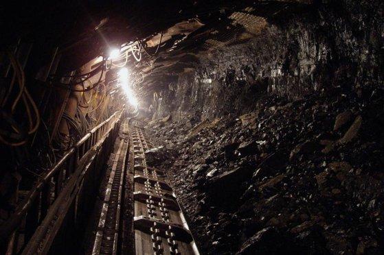 În urma seismului, mina s-a suprat, făcând ca oamenii să rămână prinși în subteran. Sursa foto: mediafax.ro