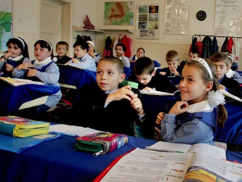 Câte ore vor sta elevii la școală