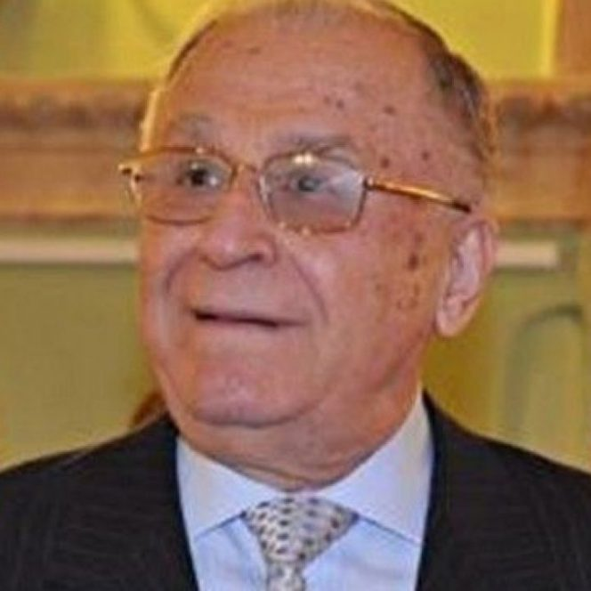 Ion Iliescu rămâne internat