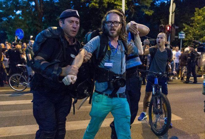 Jurnalistul neamț amendat la protestele din Piața Victoriei a câștigat procesul cu Jandarmeria