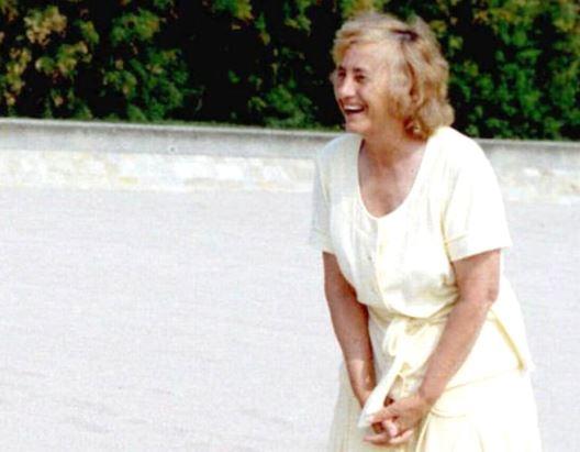 Nicolae Ceaușescu, înșelat de soția lui, Elena Ceaușescu. Elena Ceaușescu